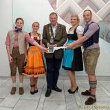<h5>Schluesseluebergabe im Rathaus</h5>